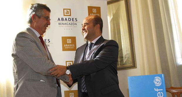 Firma del acuerdo entre Abades Hoteles y Unicef